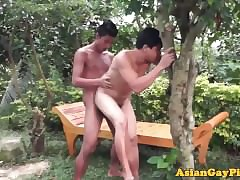 Open-air twinks pissing sign in cumshots