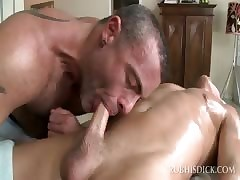 Gumshoe nut blithe masseur successful blowjob in the matter of close-up